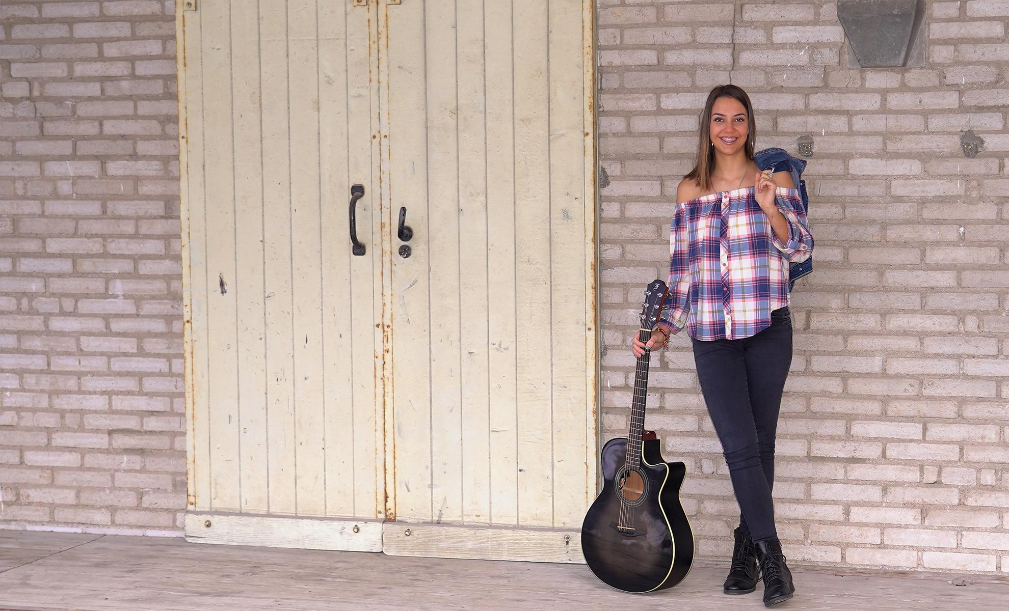 chiara_gitarre_2